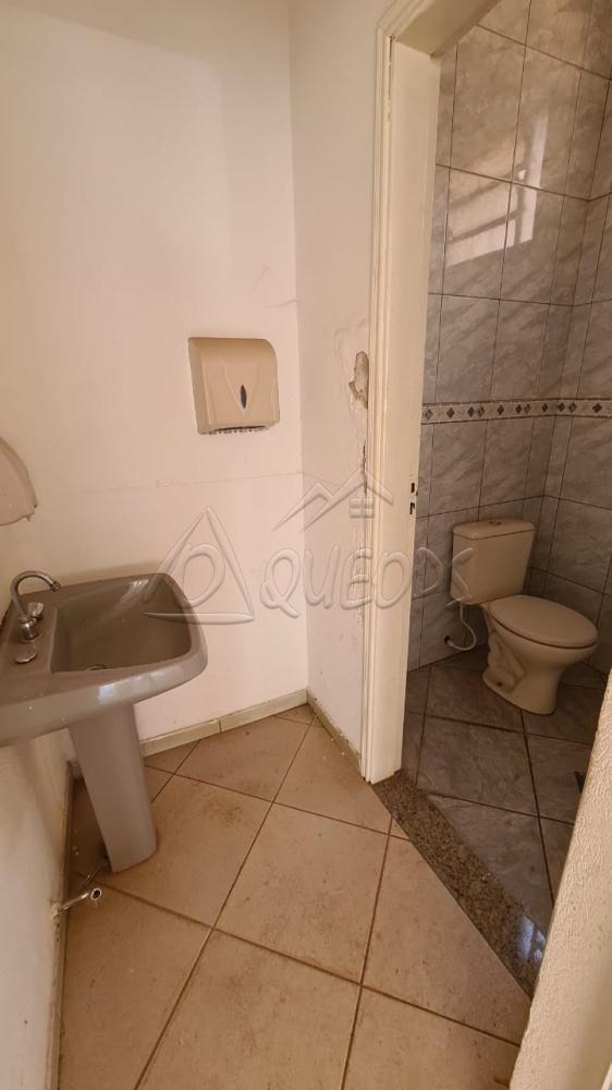 Alugar Comercial / Salão em Barretos R$ 4.500,00 - Foto 7