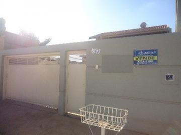 Alugar Casa / Padrão em Barretos. apenas R$ 350.000,00