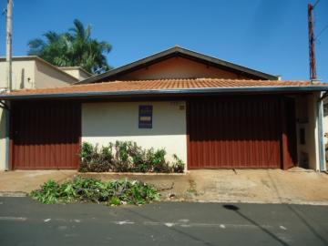 Alugar Casa / Padrão em Barretos. apenas R$ 380.000,00