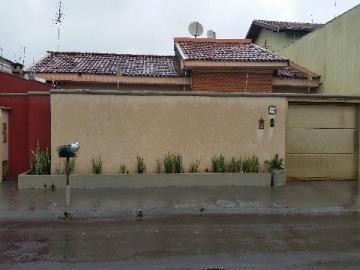 Alugar Casa / Padrão em Barretos. apenas R$ 299.000,00