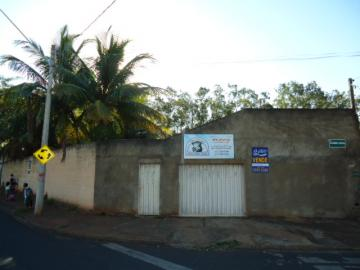 Alugar Casa / Padrão em Barretos. apenas R$ 1.500,00