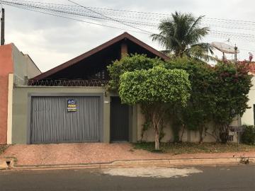 Alugar Casa / Padrão em Barretos. apenas R$ 530.000,00
