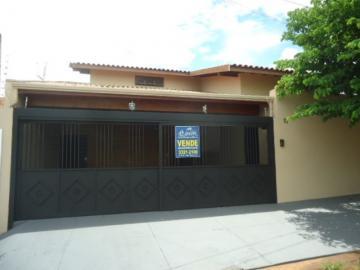 Alugar Casa / Padrão em Barretos. apenas R$ 550.000,00