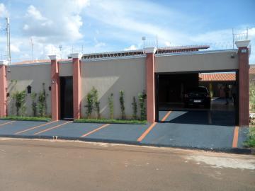 Alugar Casa / Padrão em Barretos. apenas R$ 490.000,00