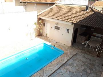 Alugar Casa / Padrão em Barretos. apenas R$ 700.000,00