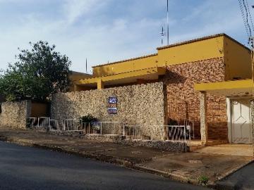 Alugar Casa / Padrão em Barretos. apenas R$ 1.000.000,00