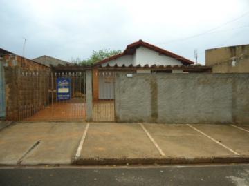 Alugar Casa / Padrão em Barretos. apenas R$ 650,00