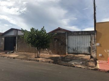 Alugar Casa / Padrão em Barretos. apenas R$ 120.000,00