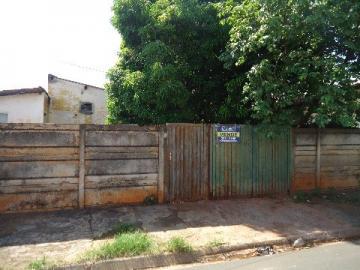 Alugar Casa / Padrão em Barretos. apenas R$ 90.000,00