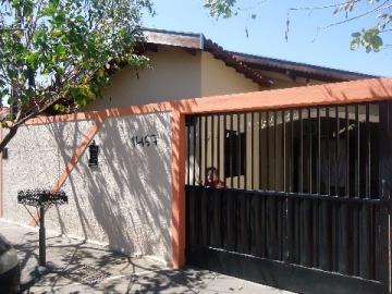 Alugar Casa / Padrão em Barretos. apenas R$ 180.000,00