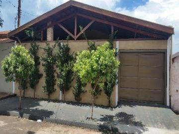 Alugar Casa / Padrão em Barretos. apenas R$ 200.000,00