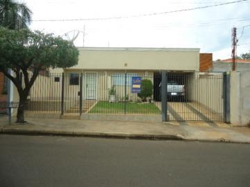Alugar Casa / Padrão em Barretos. apenas R$ 450.000,00
