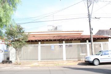 Alugar Casa / Padrão em Barretos. apenas R$ 2.000,00