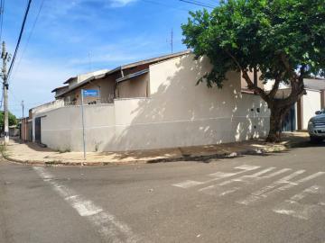 Alugar Casa / Padrão em Barretos. apenas R$ 295.000,00