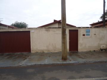 Alugar Casa / Padrão em Barretos. apenas R$ 700,00