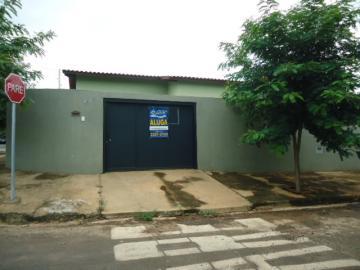 Alugar Casa / Padrão em Barretos. apenas R$ 950,00