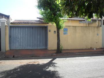 Alugar Casa / Padrão em Barretos. apenas R$ 1.005,85