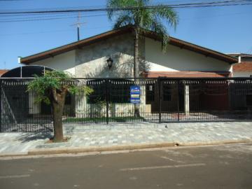 Alugar Casa / Padrão em Barretos. apenas R$ 2.200,00
