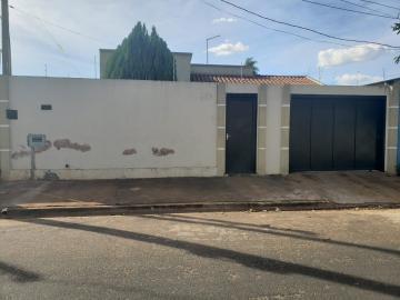 Alugar Casa / Padrão em Barretos. apenas R$ 225.000,00