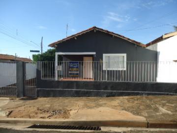 Alugar Casa / Padrão em Barretos. apenas R$ 600,00