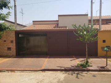 Alugar Casa / Padrão em Barretos. apenas R$ 275.000,00