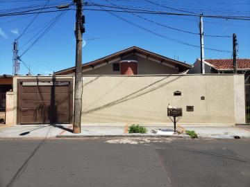 Alugar Casa / Padrão em Barretos. apenas R$ 410.000,00