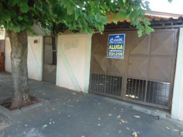 Alugar Casa / Padrão em Barretos. apenas R$ 850,00