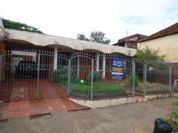 Alugar Casa / Padrão em Barretos. apenas R$ 900,00