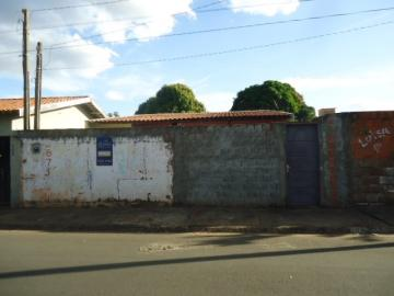 Alugar Casa / Padrão em Barretos. apenas R$ 80.000,00