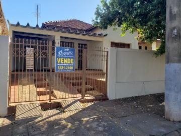 Alugar Casa / Padrão em Barretos. apenas R$ 145.000,00