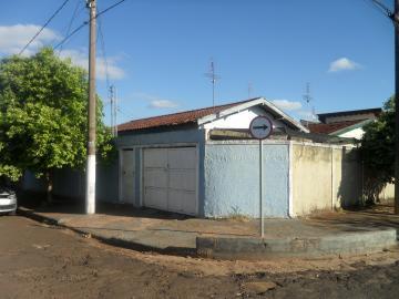Alugar Casa / Padrão em Barretos. apenas R$ 170.000,00