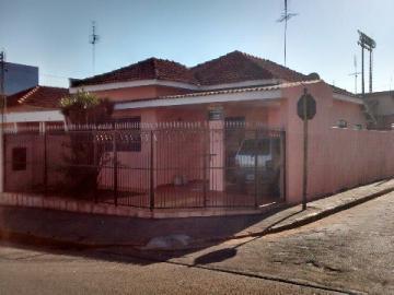 Alugar Casa / Padrão em Barretos. apenas R$ 1.100,00