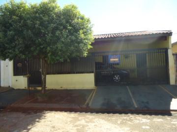 Alugar Casa / Padrão em Barretos. apenas R$ 250.000,00