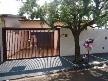 Alugar Casa / Padrão em Barretos. apenas R$ 1.200,00