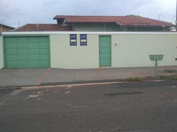 Alugar Casa / Padrão em Barretos. apenas R$ 1.150,00