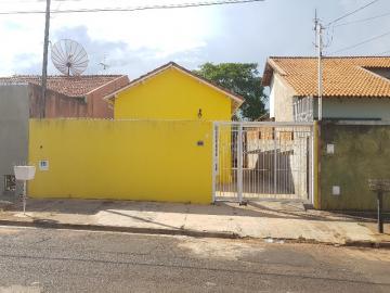 Alugar Casa / Padrão em Barretos. apenas R$ 300.000,00