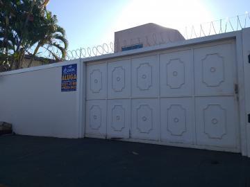 Casa / Padrão em Barretos Alugar por R$2.200,00