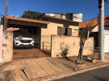Alugar Casa / Padrão em Barretos. apenas R$ 160.000,00