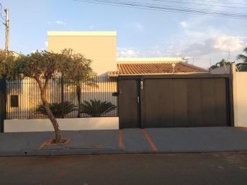 Alugar Casa / Padrão em Barretos. apenas R$ 2.800,00