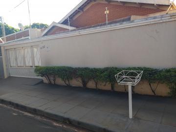 Alugar Casa / Padrão em Barretos. apenas R$ 1.800,00